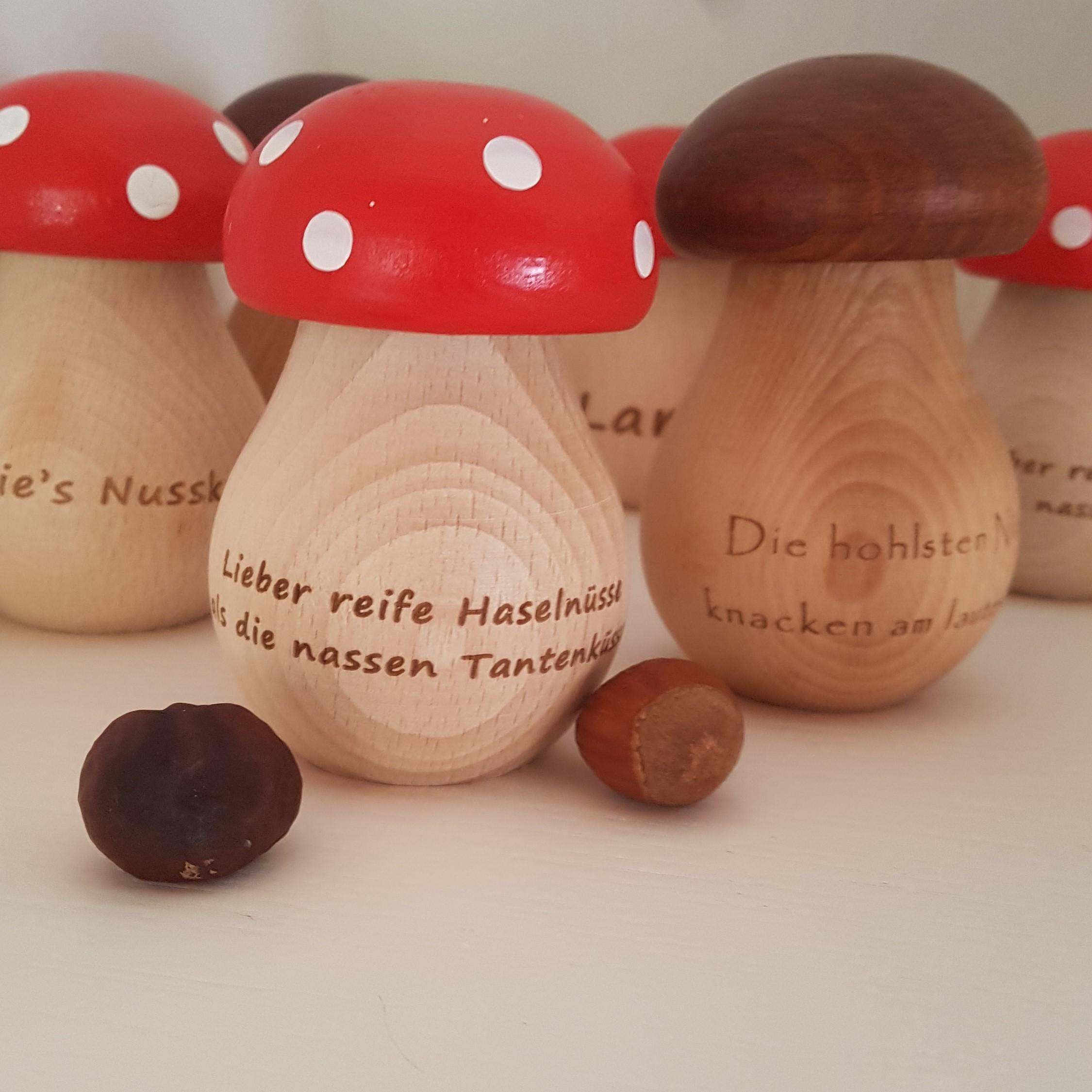 Nussknacker aus Holz mit individueller Gravur Steinpilz Nussschraube Namen geölt