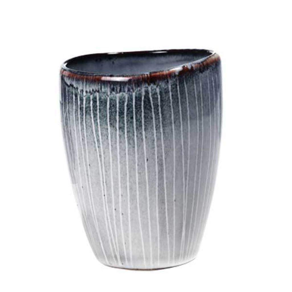 broste copenhagen becher nordic tasse ohne henkel aus steingut in grau blau t nen tujuh. Black Bedroom Furniture Sets. Home Design Ideas