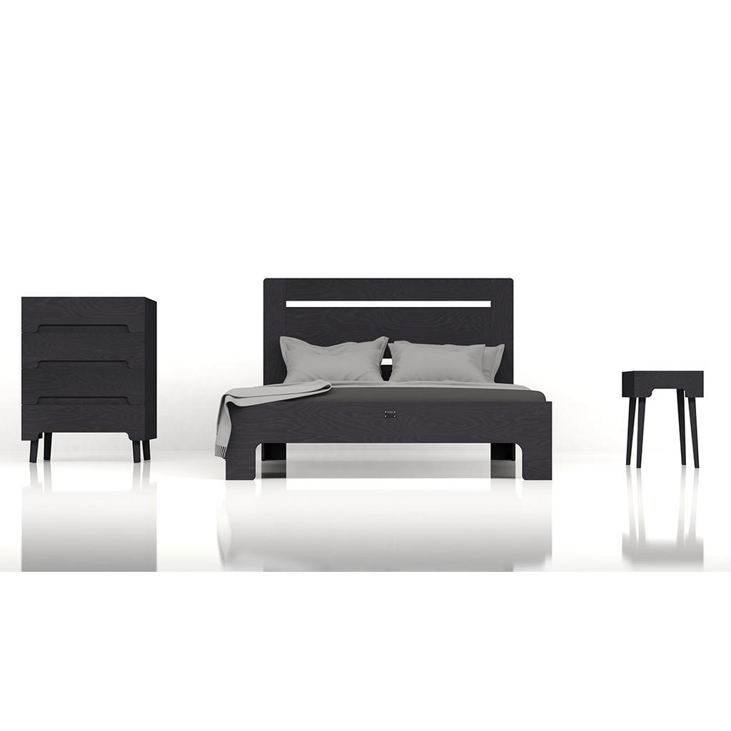 bett tu l aus massivholz in schwarz kaissu. Black Bedroom Furniture Sets. Home Design Ideas