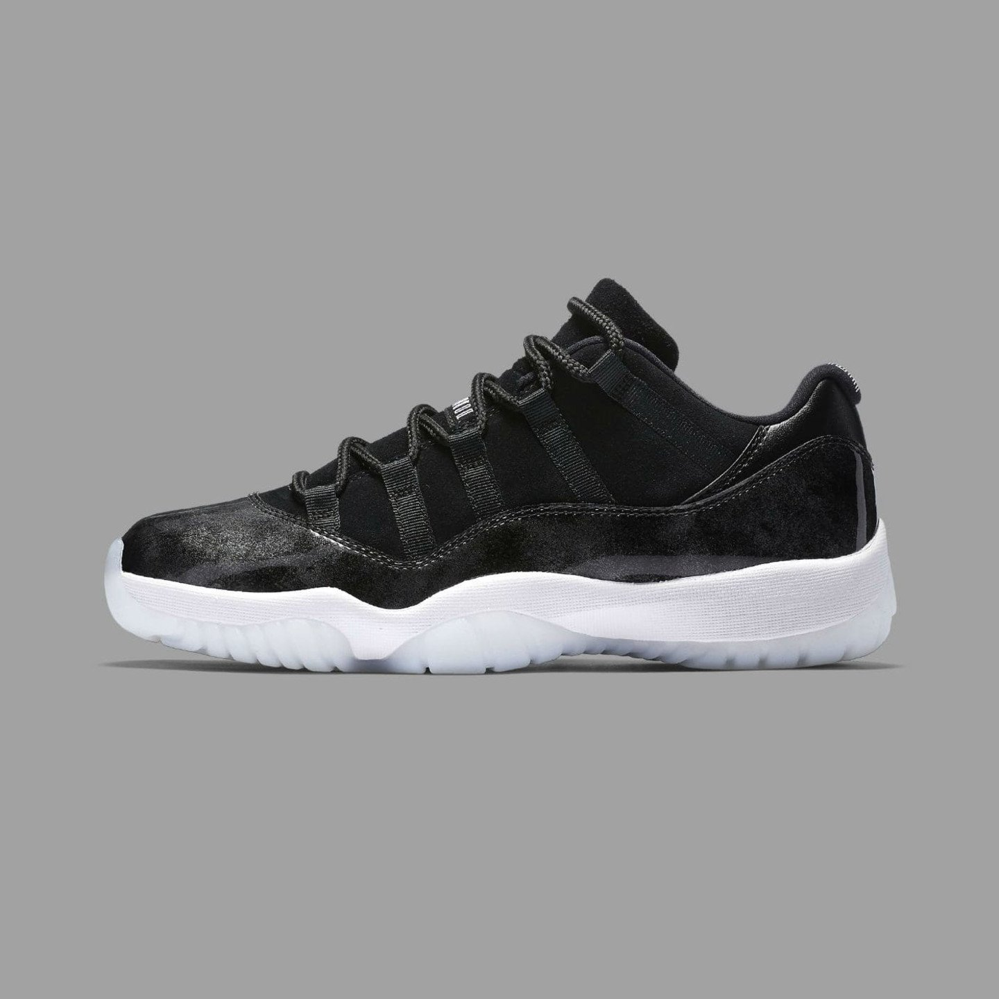 Jordan Air Jordan 11 Retro Low 'Barons' Black / White / Metallic Silver 528895-010