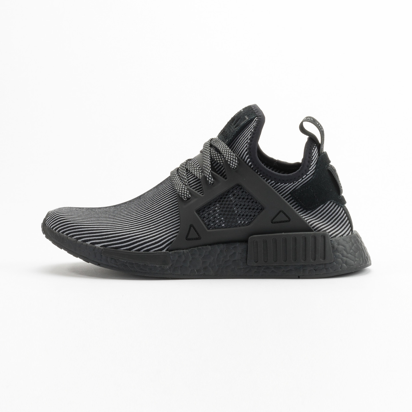Adidas NMD XR1 Primeknit Core Black / Core Black / Running White S32211-42.66