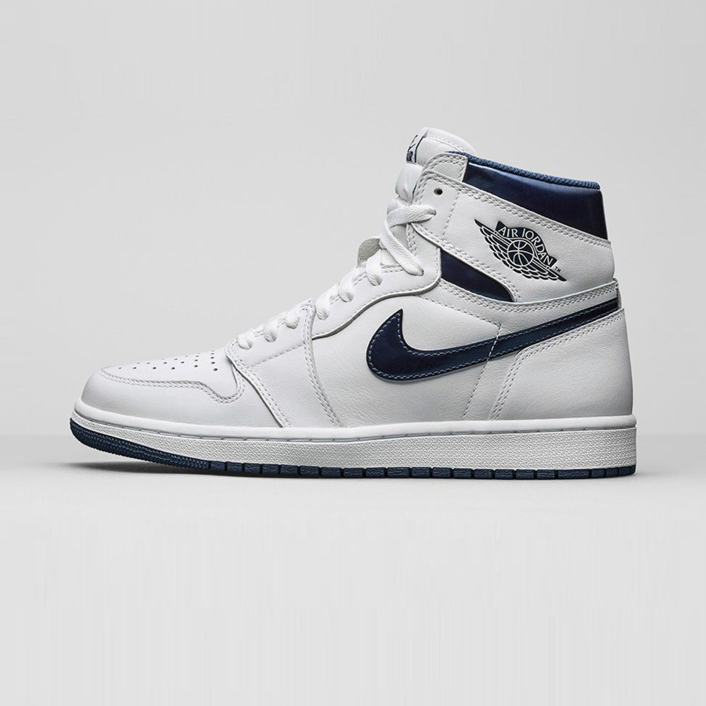 Jordan Air Jordan 1 Retro High OG 'Metallic Navy' White / Midnight Navy 555088-106-42