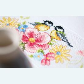 Tits and Spring Flowers theenap - handwerkpakket met telpatroon Vervaco |  | Artikelnummer: vvc-156340