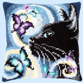 Cat with Butterflies - Vervaco Kruissteekkussen |  | Artikelnummer: vvc-149061