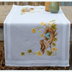 Little Bird in Nest loper - voorgedrukt borduurpakket - Vervaco |  | Artikelnummer: vvc-183686