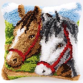 Horses - smyrna kussen Vervaco | Knoopkussen met paarden | Artikelnummer: vvc-2560-3579