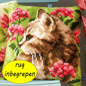 Cat in Field of Flowers MET RUG - Vervaco Kruissteekkussen |  | Artikelnummer: vvc-155961-rug