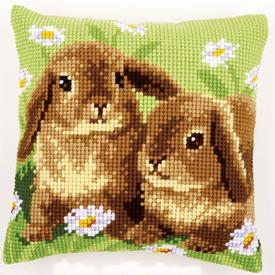 Two Rabbits - Vervaco Kruissteekkussen |  | Artikelnummer: vvc-162709