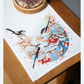Long-Tailed Tits and Red Berries tafelloper -  borduurpakket met telpatroon Vervaco |  | Artikelnummer: vvc-158341