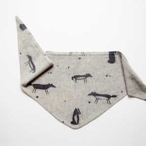 Triangle Scarf with Fox Print | 100% Cashmere, Colour: Light Grey Mélange | Code: 0716AS100181