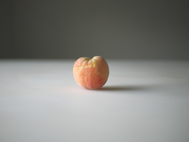 One dollar's worth of peach from the farmer's market, 2010 | Edition 6+2 AP, Serie: