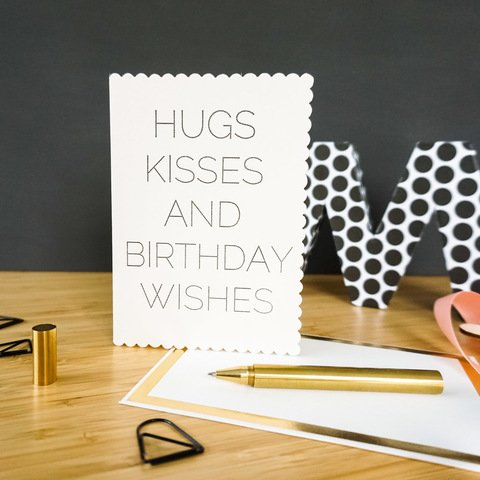 Hugs Kisses and Birthday Wishes - Klappkarte zum Geburtstag in creme von Katie Leamon bei marengu