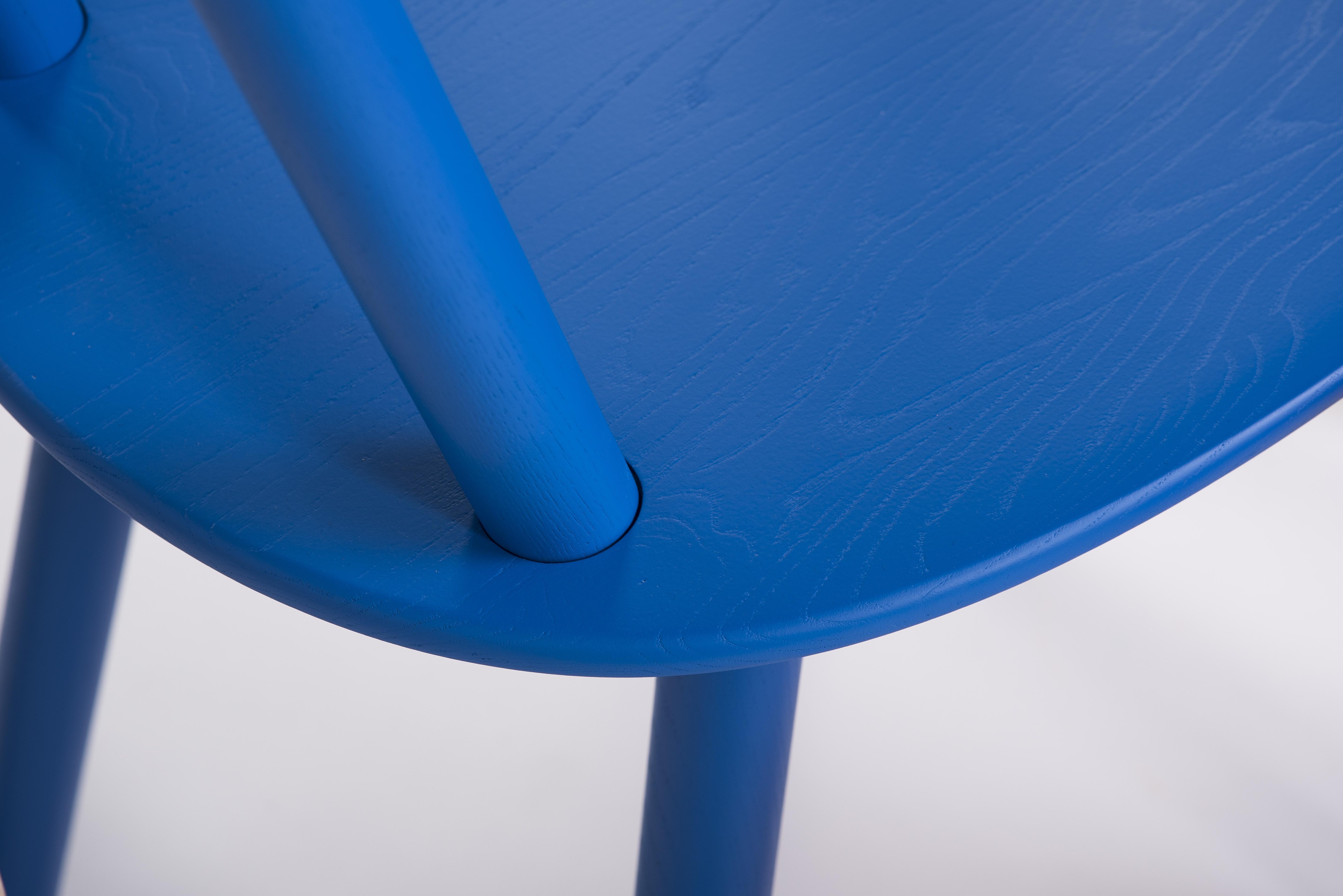 designer stuhl naive aus massivholz blau emko. Black Bedroom Furniture Sets. Home Design Ideas