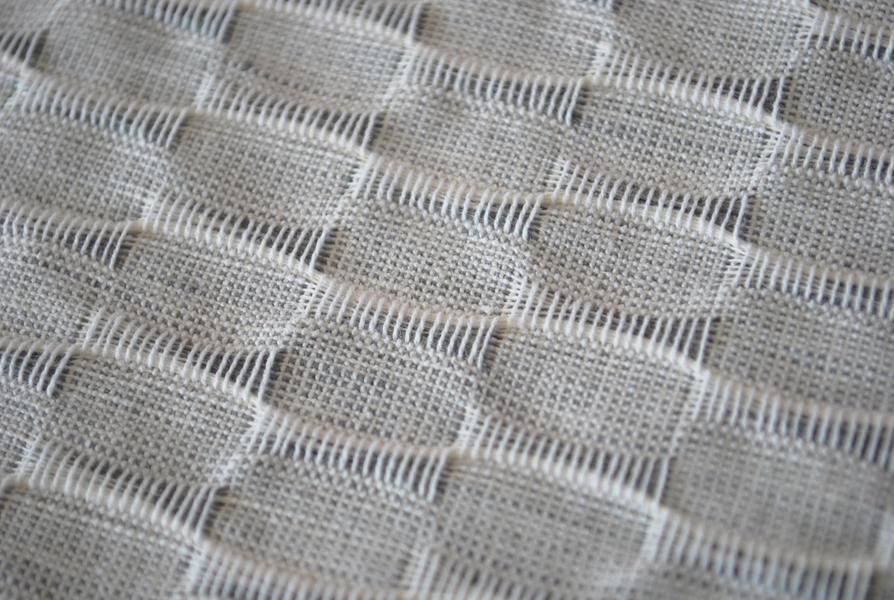 leinen tischdecke fly in grau 140x140. Black Bedroom Furniture Sets. Home Design Ideas