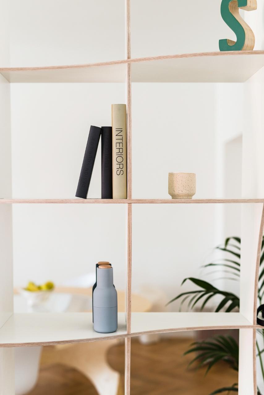 Bücherregal in weiß - skandinavisches Design!