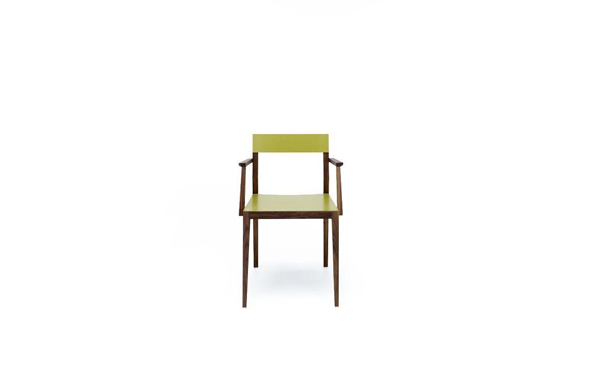 Holzstuhl mit armlehnen aus nussbaum mint furniture for Esszimmerstuhl farbig