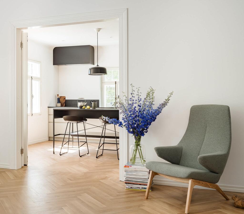 designer sessel voog in lila. Black Bedroom Furniture Sets. Home Design Ideas